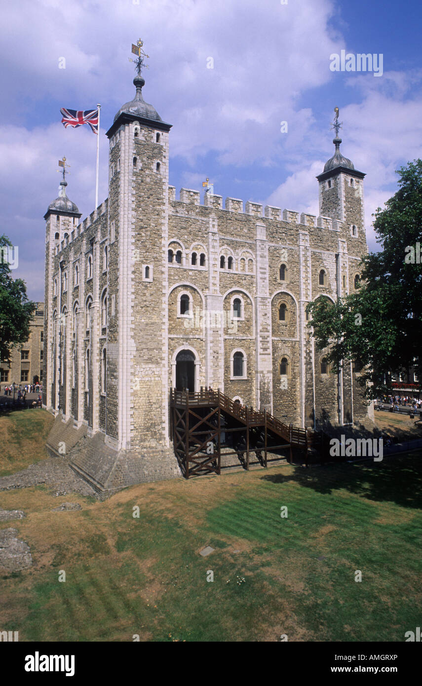 Tour de Londres Tour Blanche drapeau Union Jack Union architecture normande 12ème siècle garder château forteresse Banque D'Images