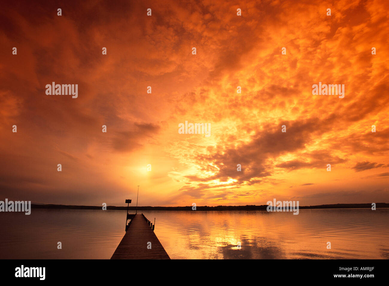 Le coucher du soleil, le Lac de Starnberg, en Bavière, Allemagne Banque D'Images