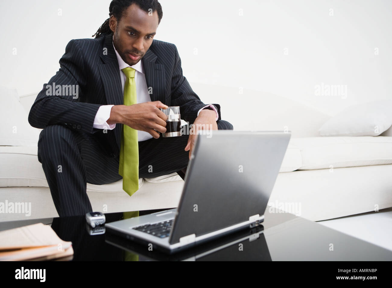 African businessman looking at laptop Banque D'Images