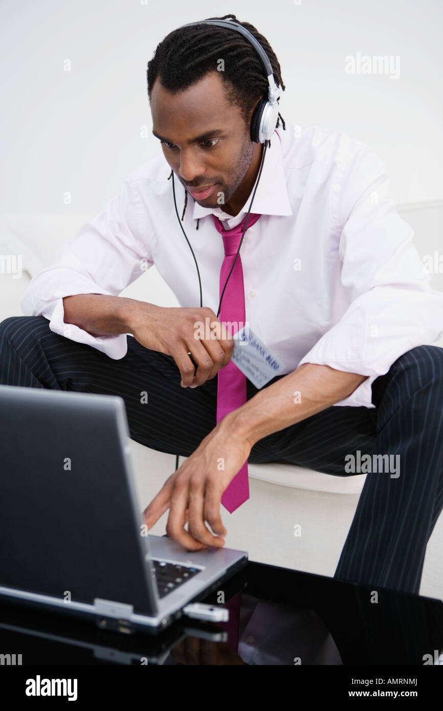 African businessman shopping online Banque D'Images