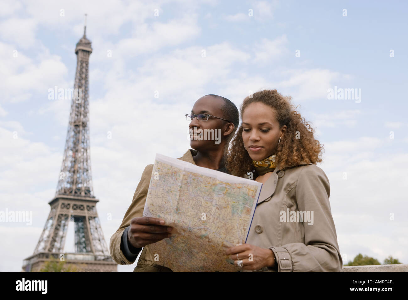 African couple looking at map Banque D'Images