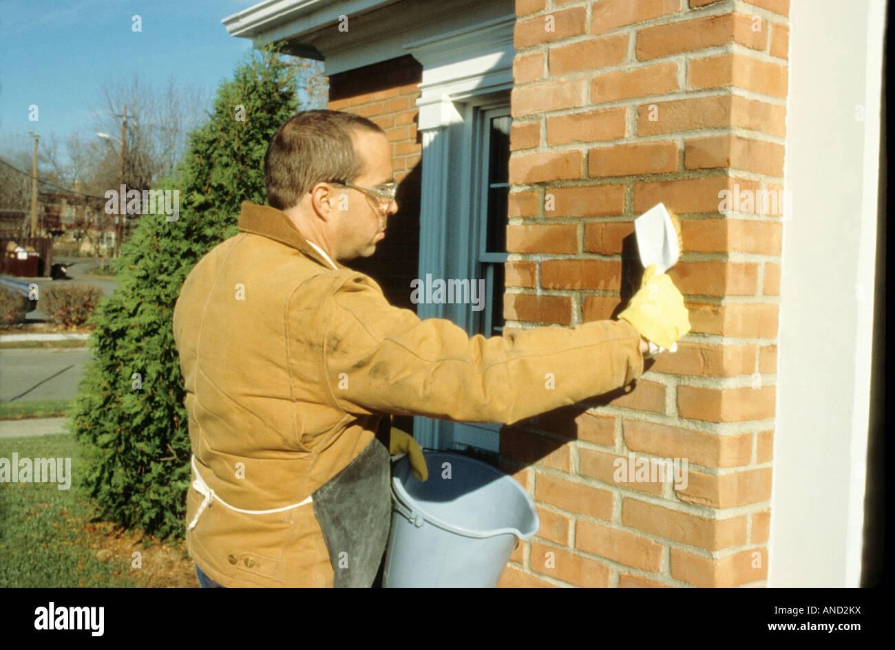 Acide Chlorhydrique Nettoyage l'acide chlorhydrique utilisé pour nettoyer le mortier de brique