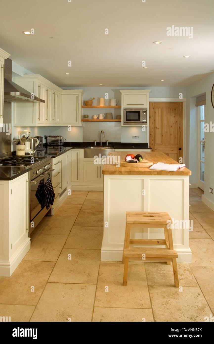 Home intérieur, petite cuisine équipée contemporaine avec l\'unité de ...