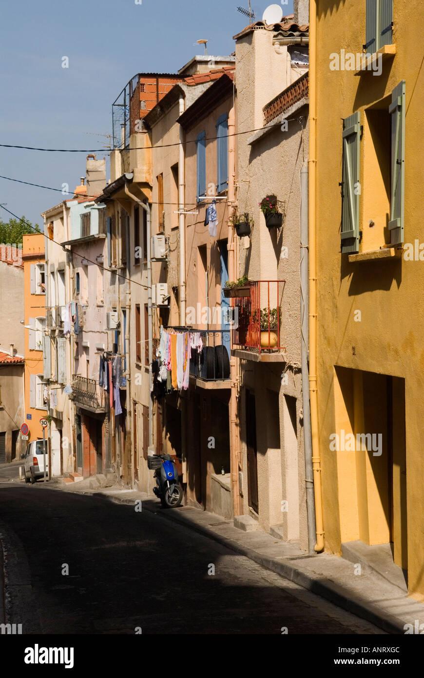 Maisons peintes de couleurs vives dans la vieille ville La ville médiévale ville de Perpignan France Photo Stock