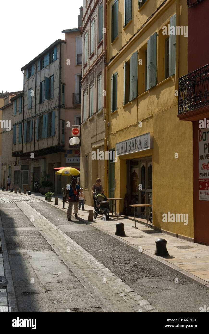 Alibaba bar dans la vieille ville, la cité médiévale ville de Perpignan France 2006 Photo Stock