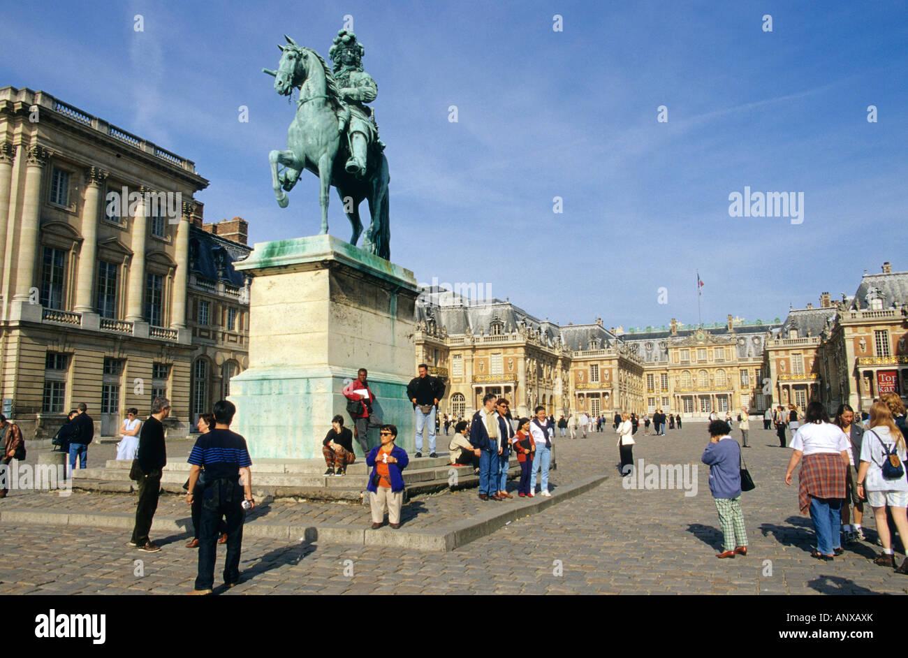 Statue de Louis XIV au château de Versailles, France Banque D'Images
