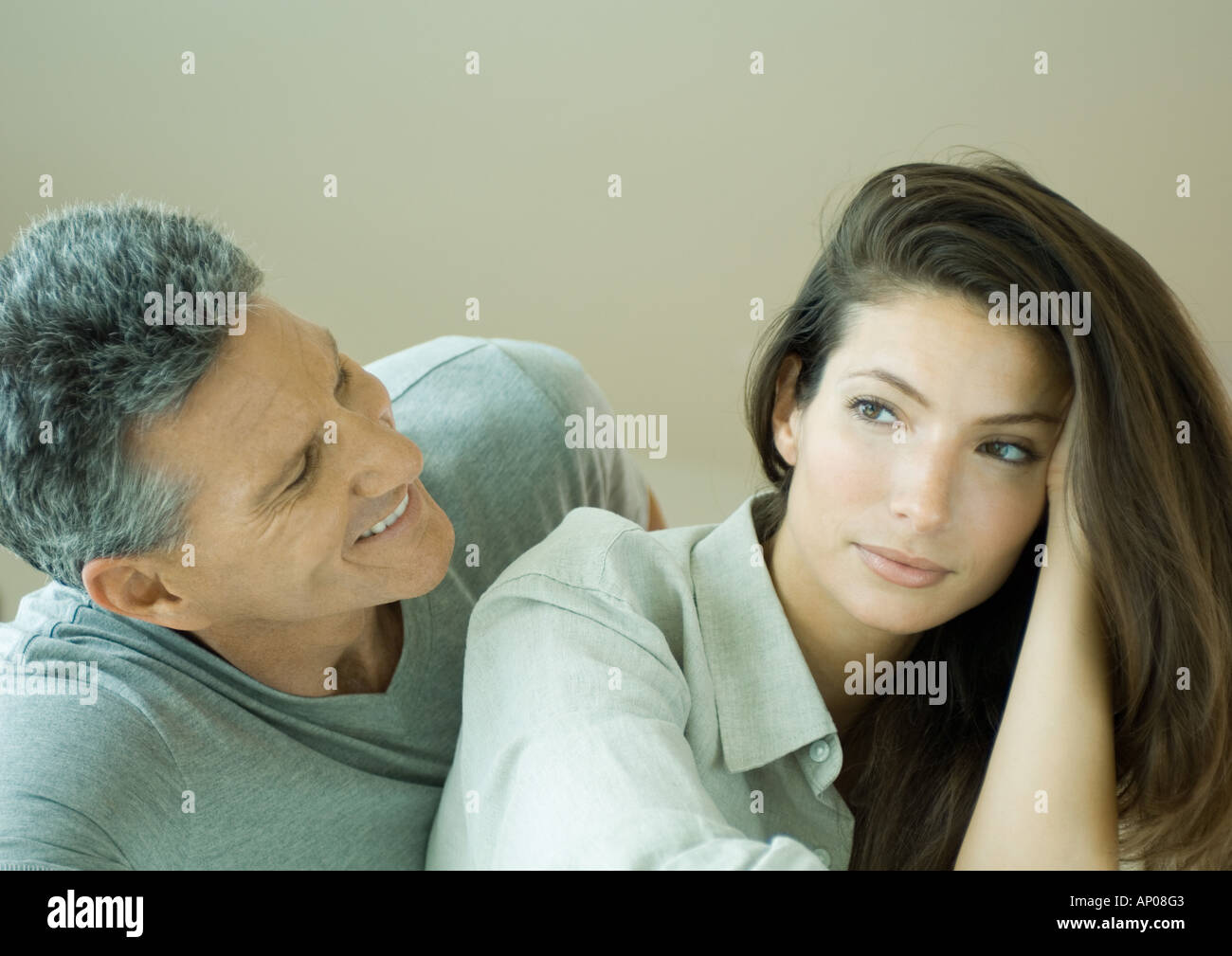 Couple, man looking at woman Banque D'Images