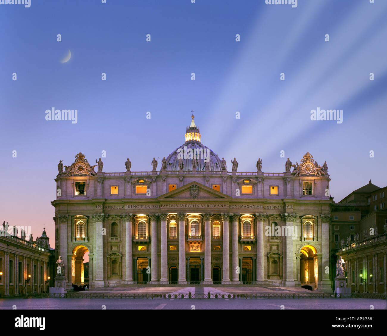 Il - Rome: basilique Saint Pierre par nuit Banque D'Images