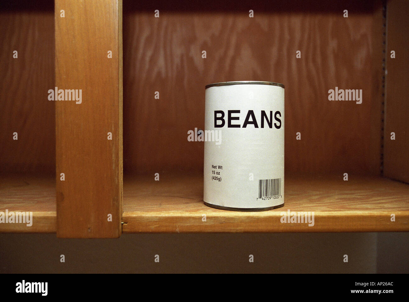 Peut de haricots dans l'armoire vide générique Photo Stock