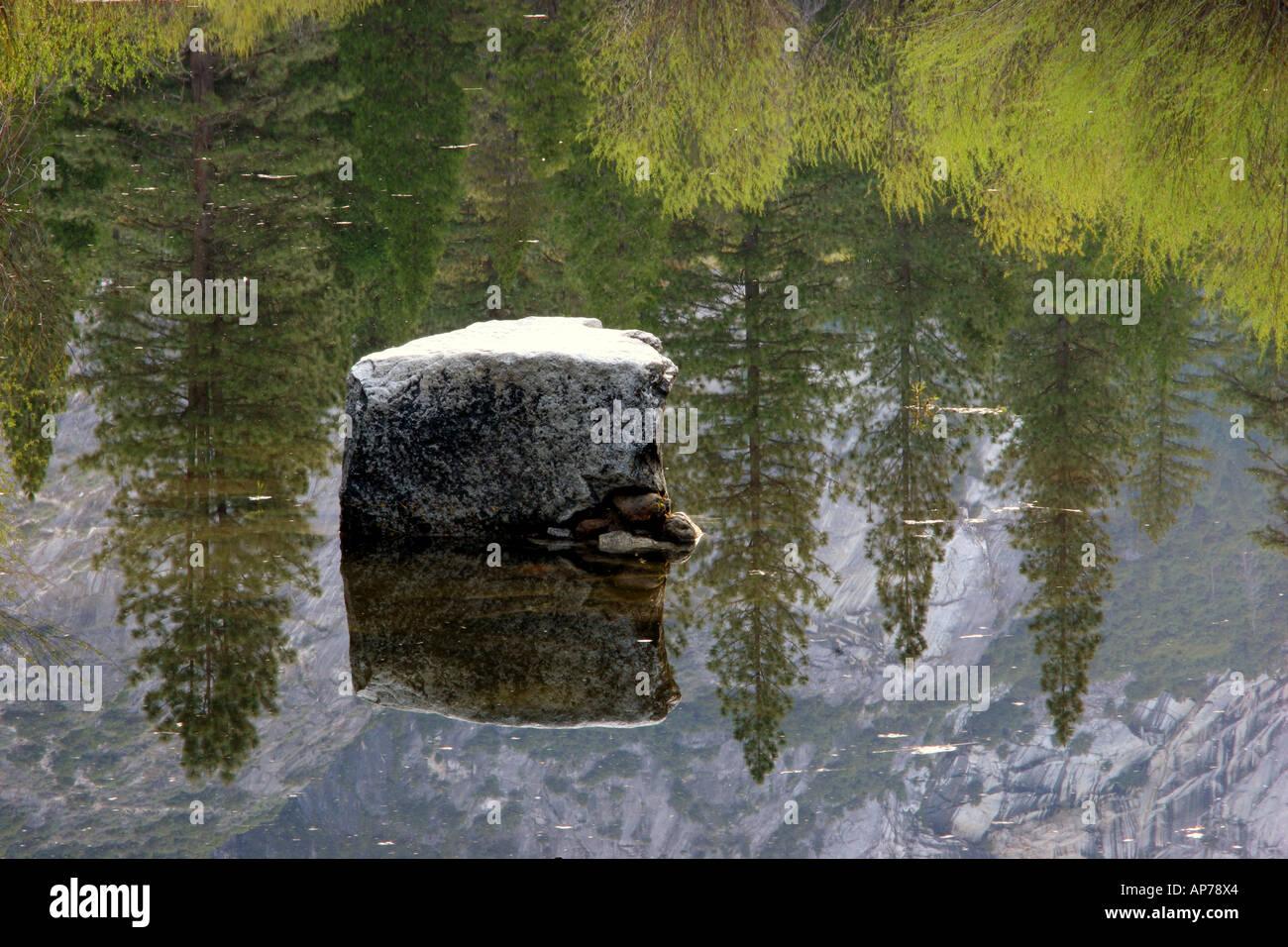 Le lac Miroir reflet, Yosemite National Park Banque D'Images