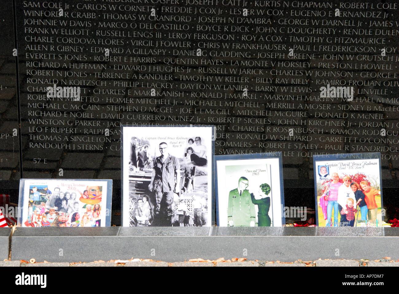 Hommage de la famille, anciens combattants du Vietnam War Memorial Banque D'Images