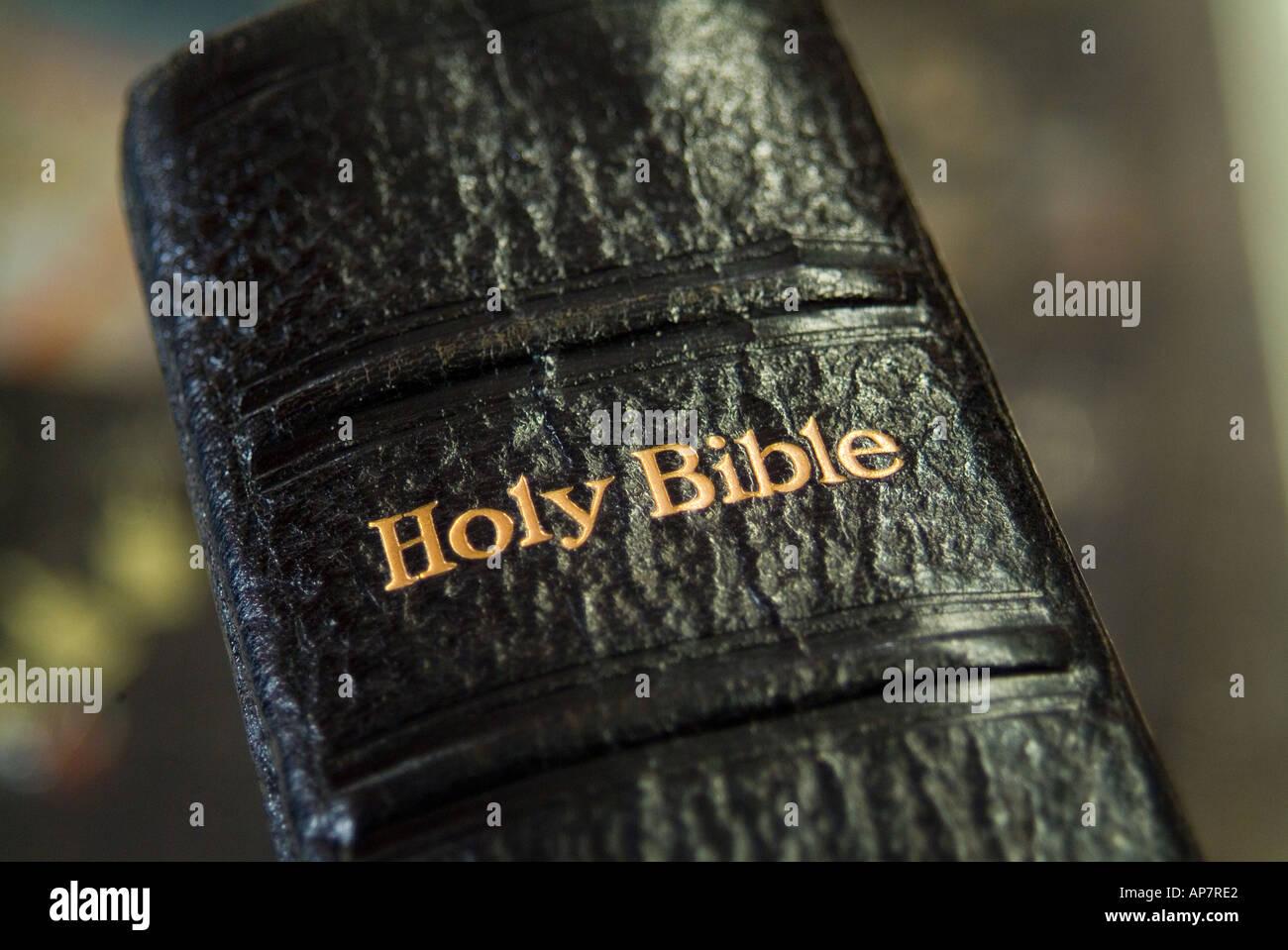 Ancienne leatherbound bible Banque D'Images