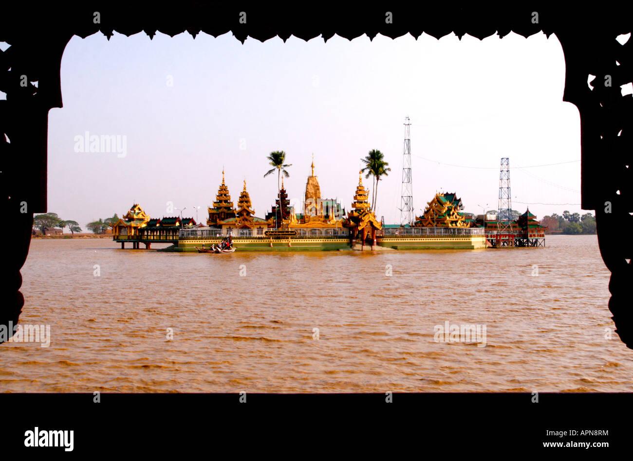 Temple sur le lac - près de Rangoon (Yangon) Banque D'Images