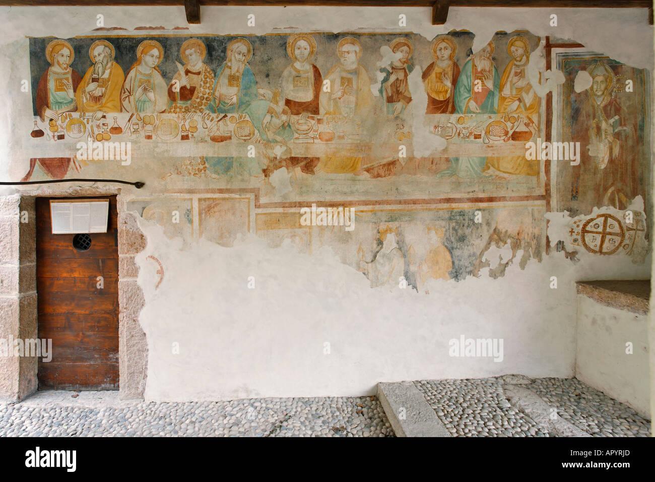 Fresques datées du 13.siècle dans la petite église de s.apollinare, ville d'arco, près du lac de Garde, Italie Photo Stock