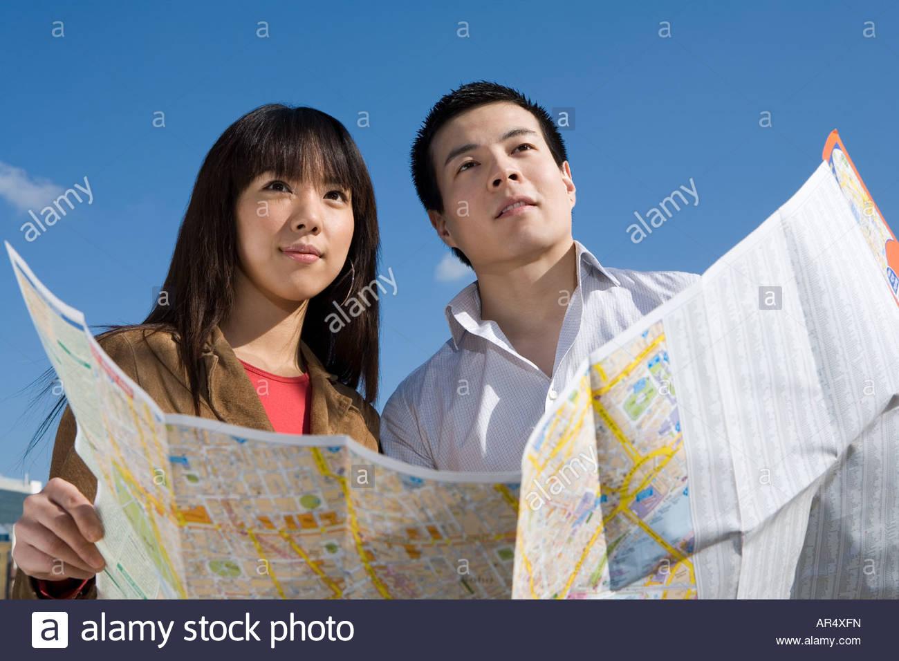 Couple avec une carte Photo Stock
