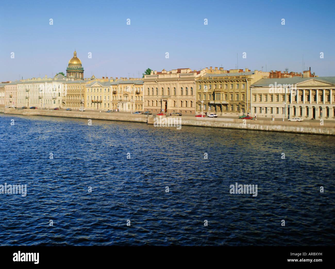 Quai de la rivière Neva, anglais et skyline, Saint-Pétersbourg, Russie, Europe Photo Stock