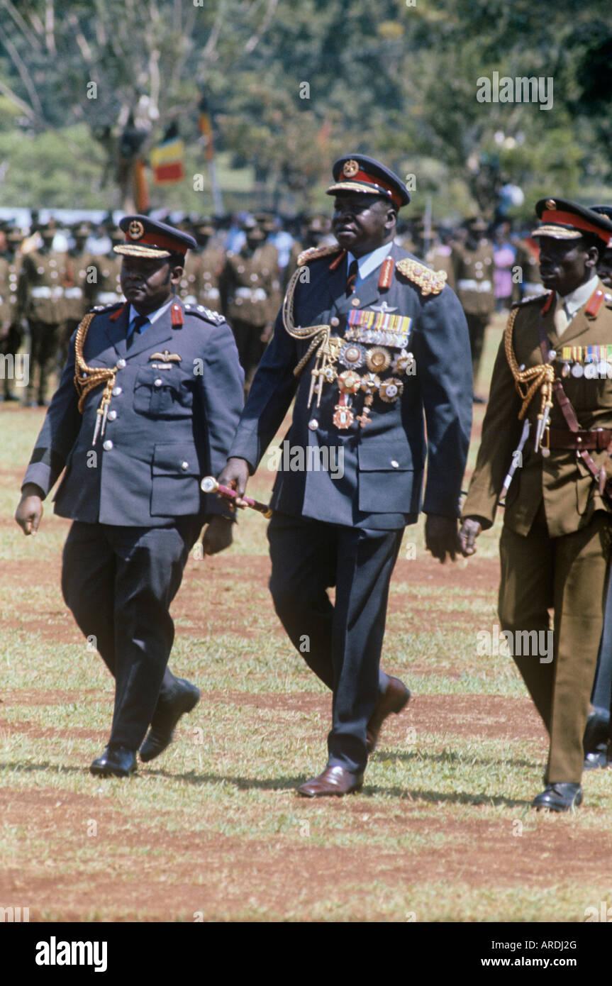 En Ouganda, le général Idi Amin Dada affiche une chestlful non acquise pour la plupart des médailles Photo Stock