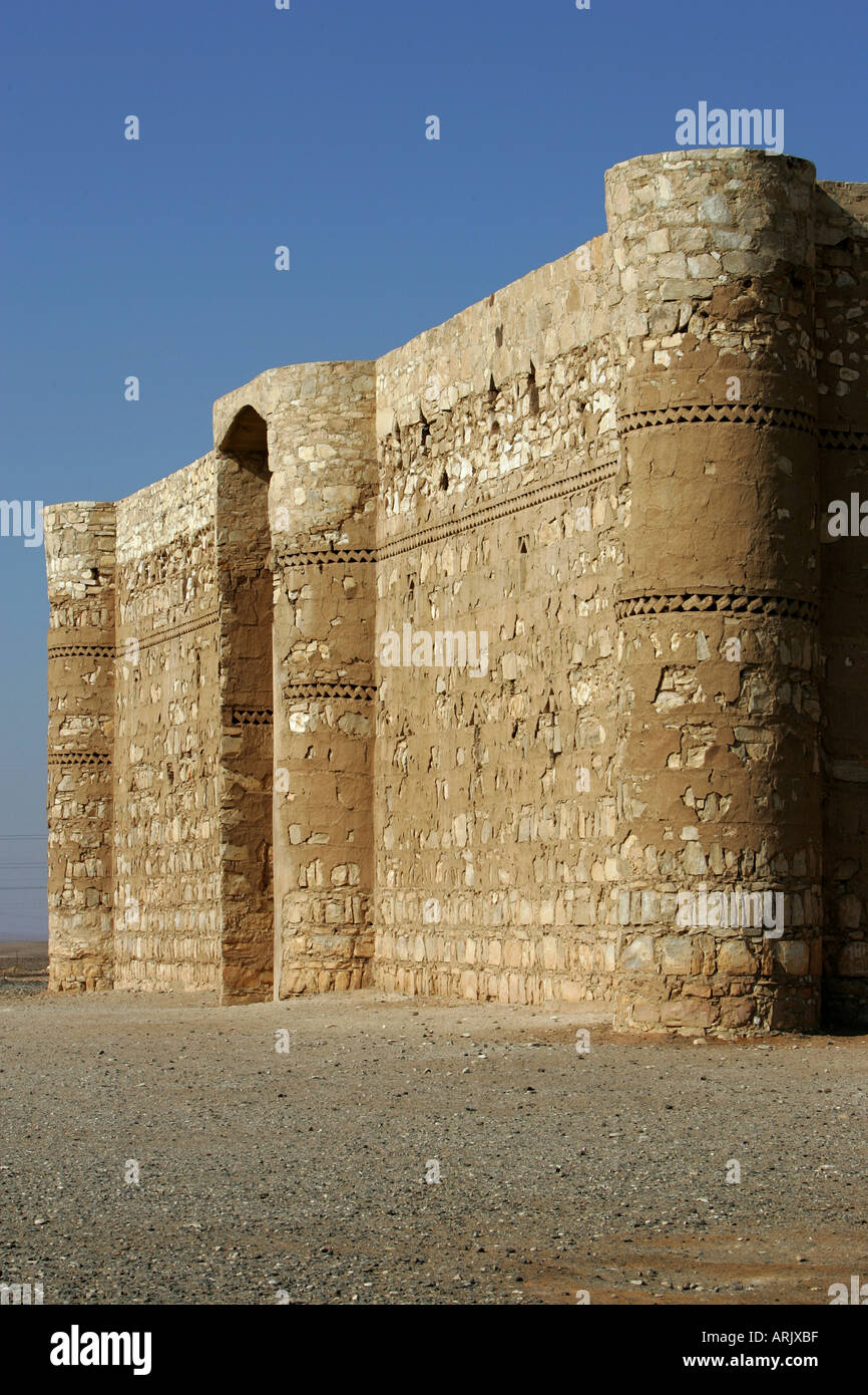 JOR, Jordanie: Désert château Qasr al-Kharana, caravansery de 710 aC. dans le desert road 40. Photo Stock