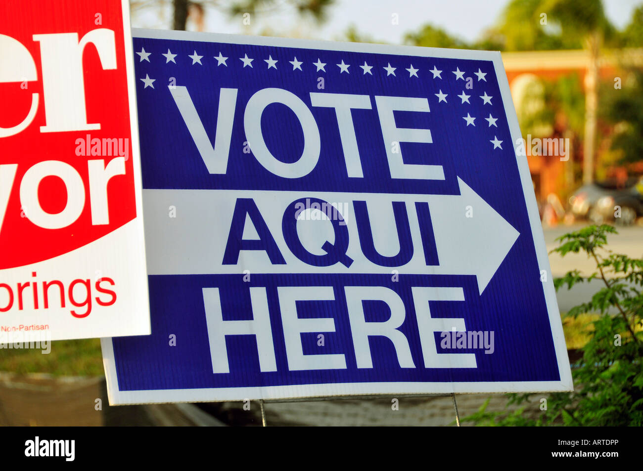 Espagnol bilingue anglais cité de vote dans un bureau de vote