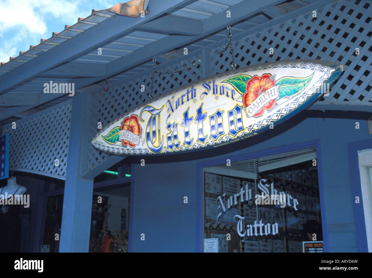Body Art de tatouage est devenu populaire. Ce studio dans la région de la ville de Haleiwa sur oahu côte Photo Stock