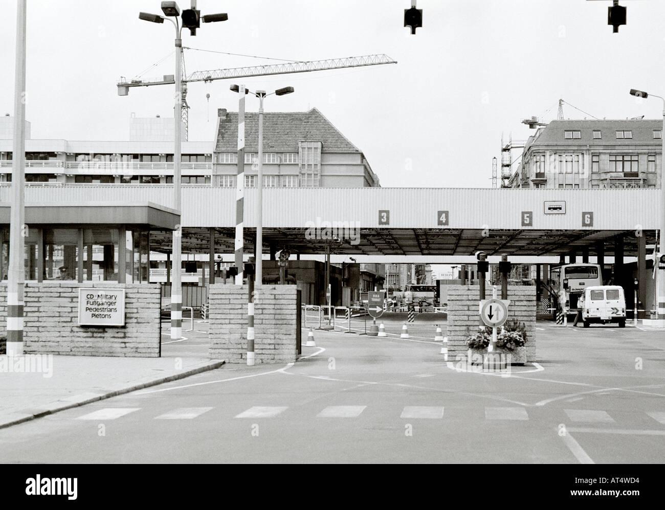 Checkpoint Charlie secteur américain pendant la guerre froide, dans l'ouest de Berlin en Allemagne en Europe. Historique L'histoire de la Culture Reportage Voyage Ville Photo Stock