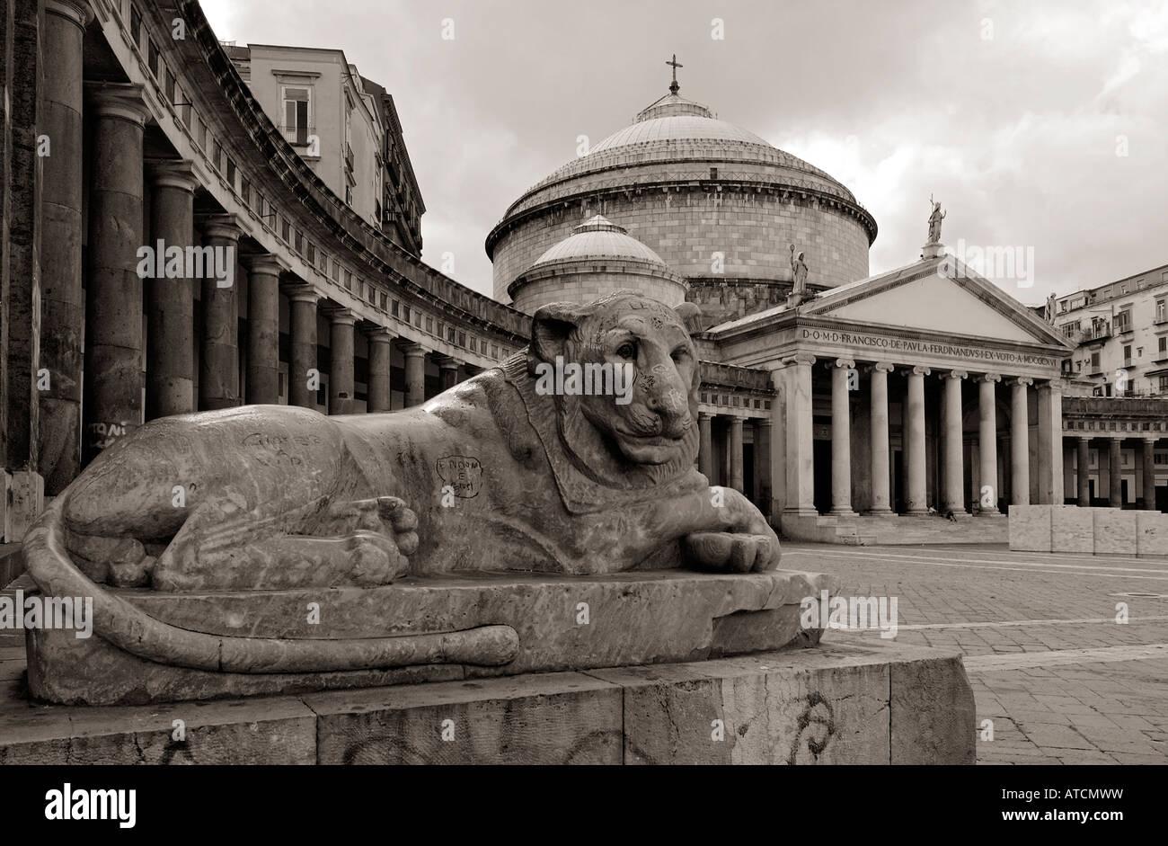 Napoli Naples Centre Historique Piazza Plebiscito centre bw monochrome Banque D'Images