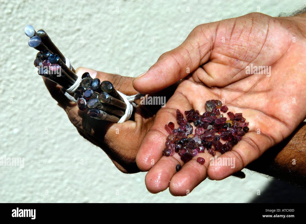 design distinctif la meilleure attitude artisanat de qualité Ratnapura Sri Lanka Saphir minière Pierres gemmes Bijoux ...