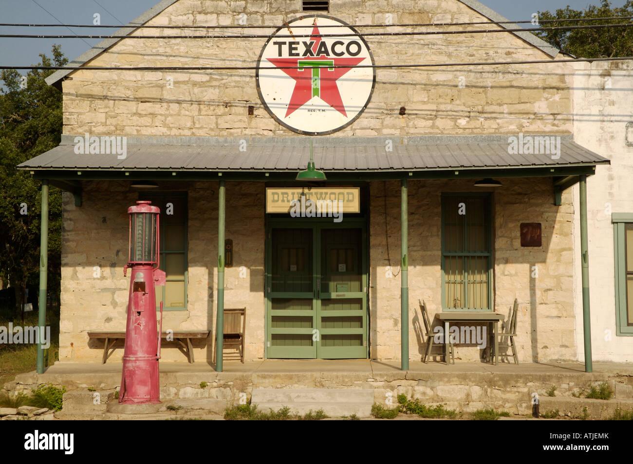 Ancien magasin général à Driftwood Texas au sud-ouest de Austin au Texas, dans la montagne construite au 19ème siècle de blocs d'autochtones Banque D'Images