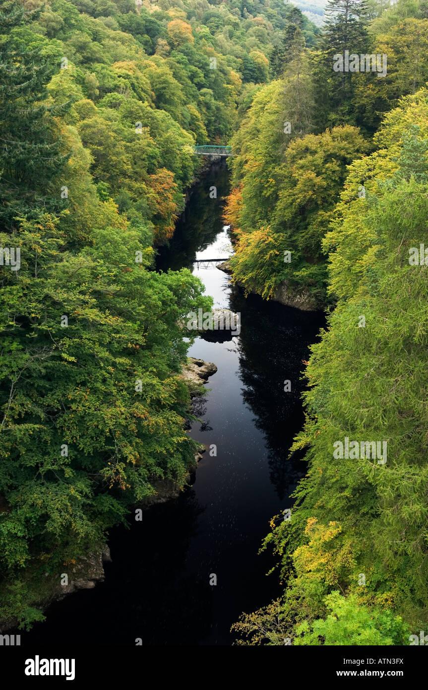 Le Nord jusqu'à la rivière Garry qui transite par le col de Killiecrankie dans les Highlands écossais. Rébellion Banque D'Images