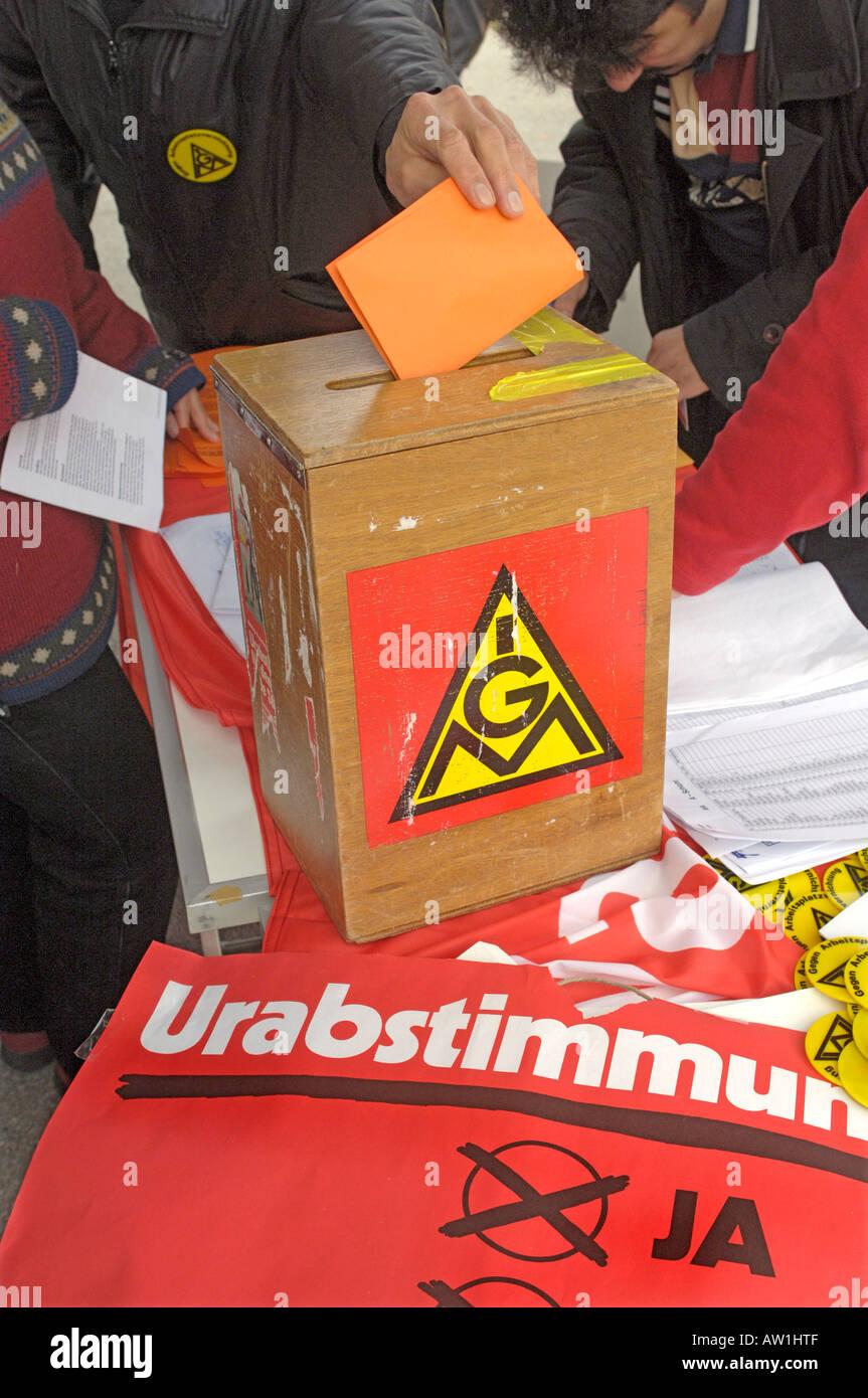 Syndicat IG Metall l'organisation d'une grève pour l'acclamation Photo Stock