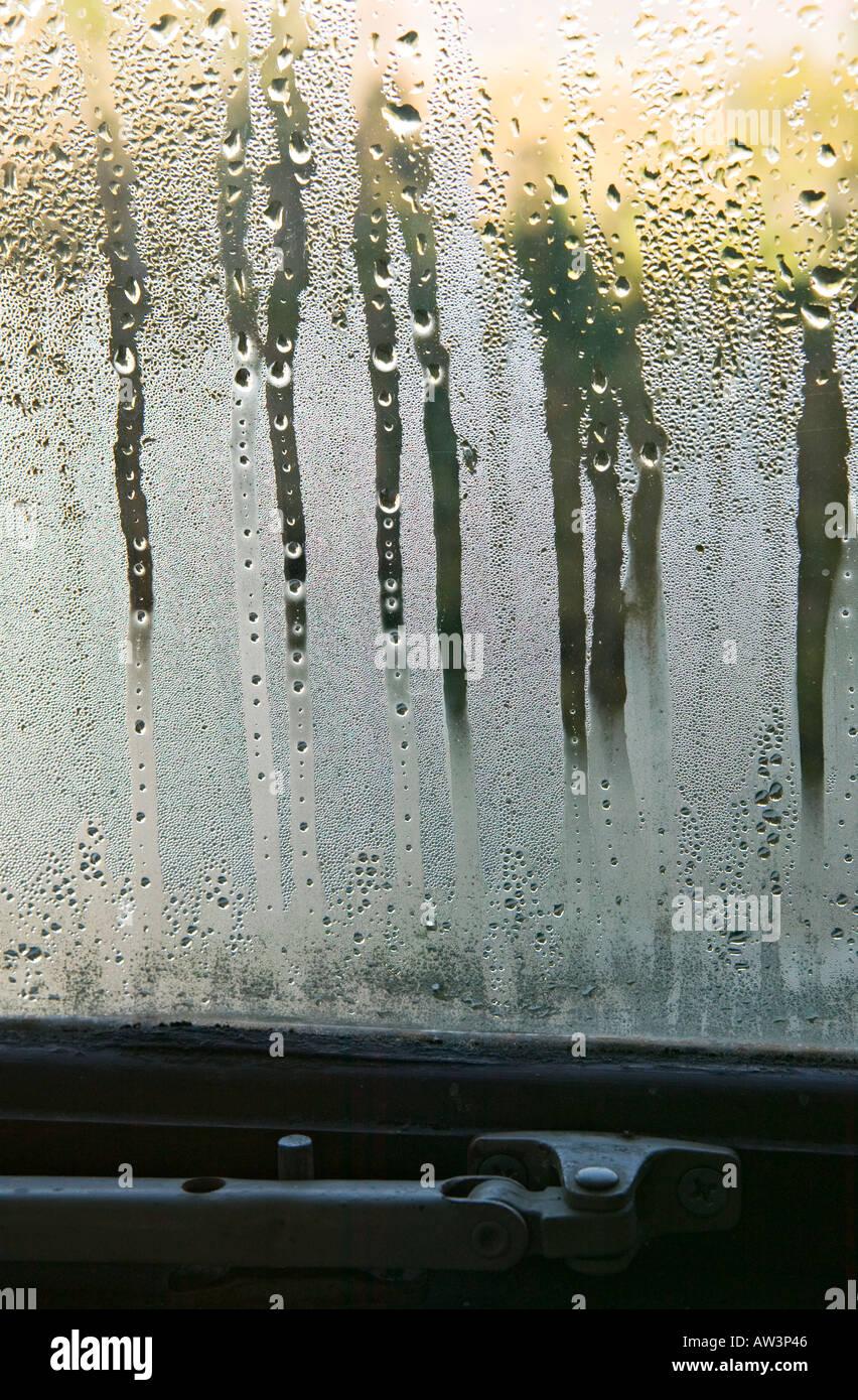 La condensation sur la fenêtre double vitrage en Pays de Galles UK Photo Stock