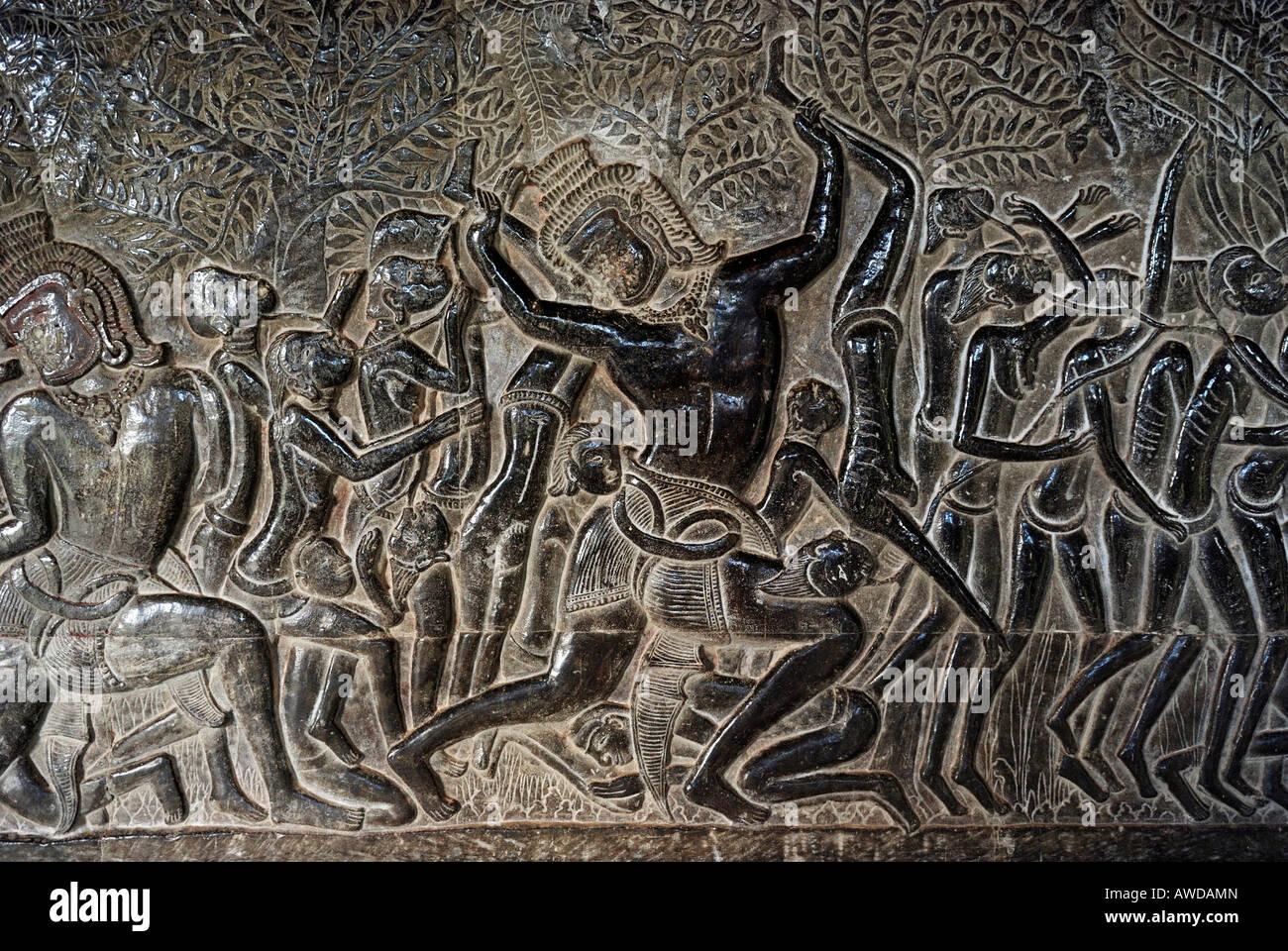 Bas-relief montrant une scène dans l'enfer comme hinduistic raconte la mythologie, temple d'Angkor Photo Stock