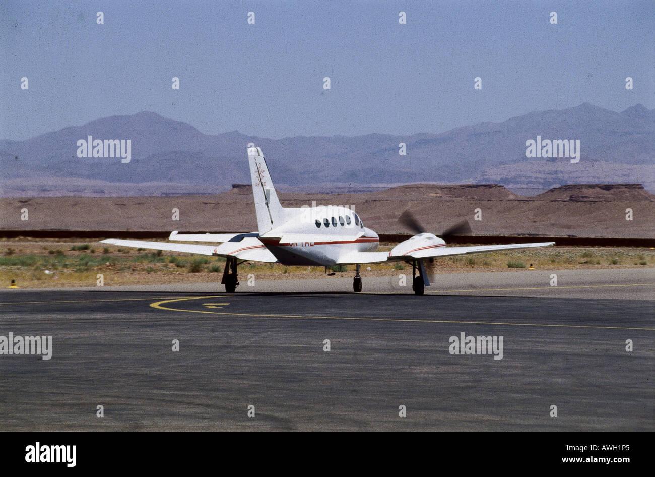 le maroc ouarzazate avions lgers sur le vol intrieur atterrissage sur piste de laroport