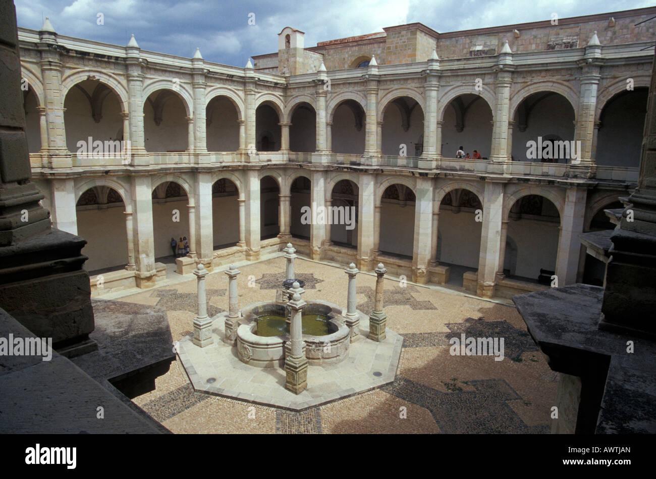 Cour intérieure du couvent Santo Domingo, Oaxaca, Mexique Photo Stock