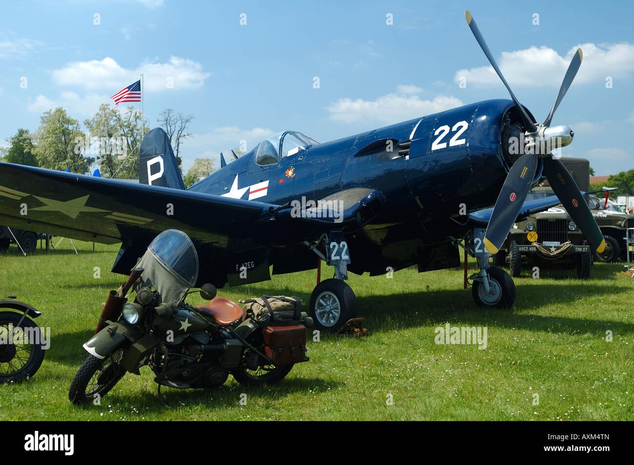 La deuxi me guerre mondiale un porte avion de chasse chance vought f4u corsair fran ais - Deuxieme porte avion francais ...