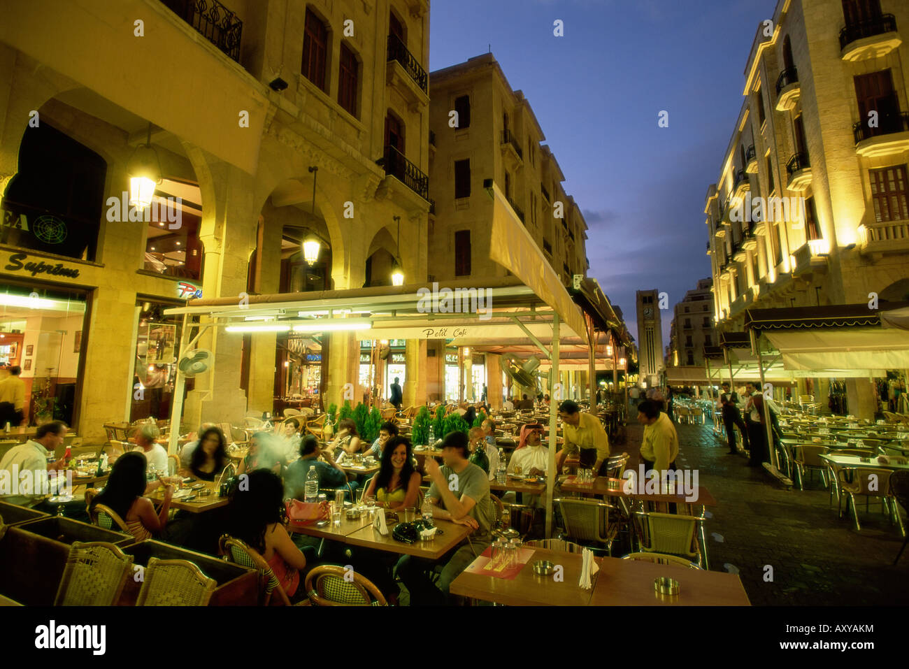 Restaurants en plein air dans le centre-ville de Central District (BCD) dans la ville reconstruite, Beyrouth, Liban, Photo Stock