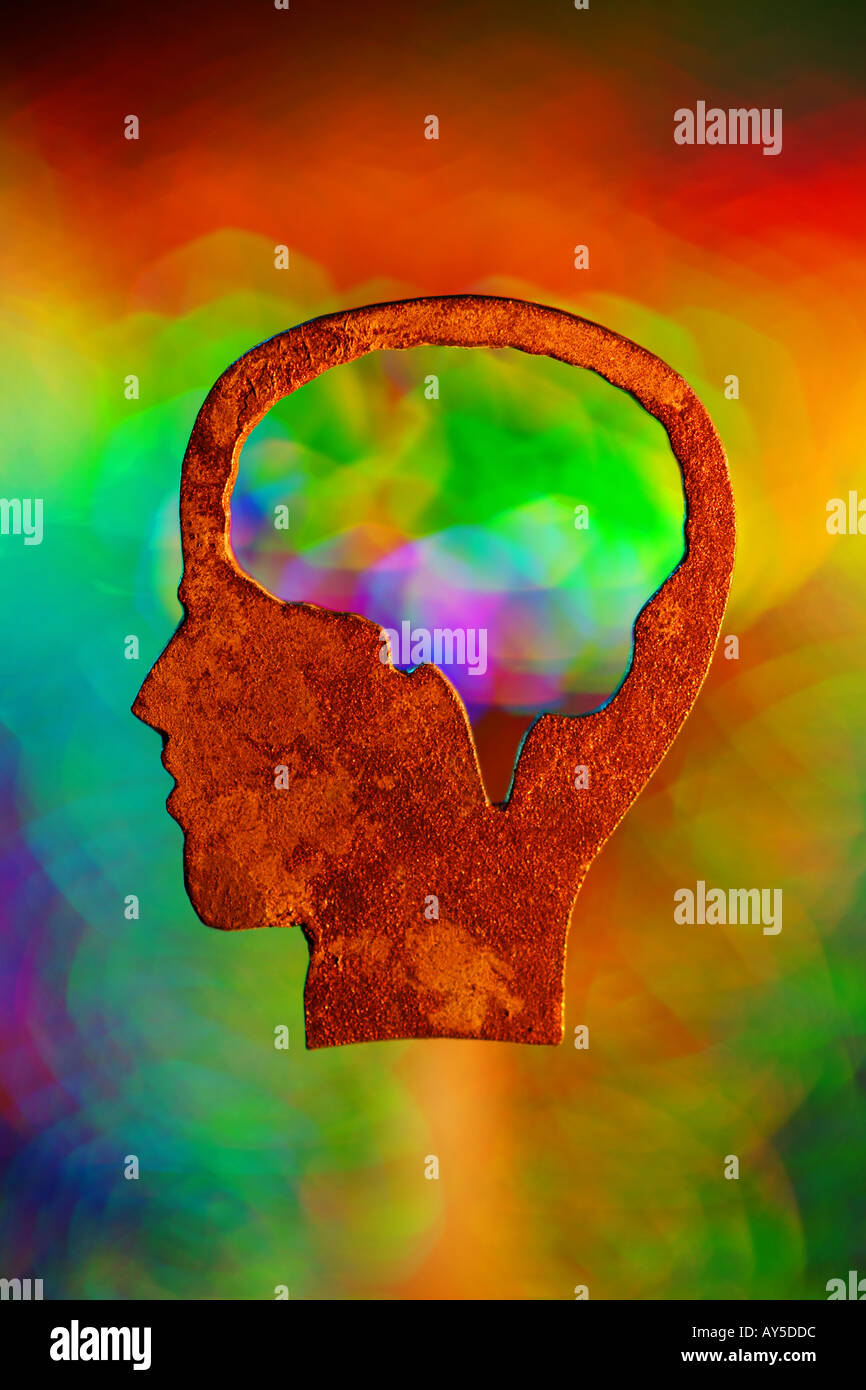 Esquisse d'une tête avec un accent sur le cerveau de couleur arc-en-tête de la lumière derrière les concepts de la psychologie symbolique d'aptitude Photo Stock
