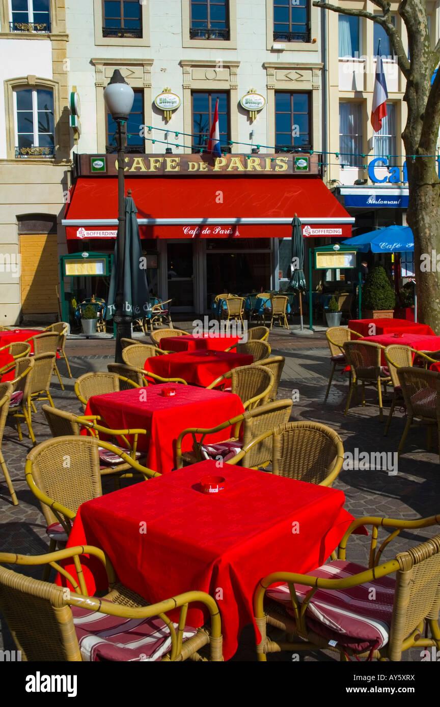 Terrasse De Restaurant à Place D Armes Dans La Ville De
