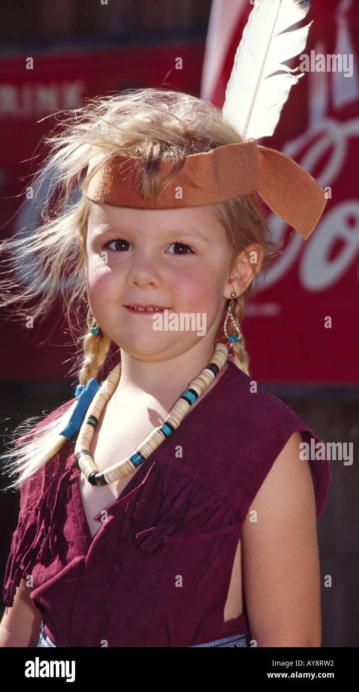 MR 0340 Sarah Pethick joue une princesse indienne, à l'occasion de la journée 'Miner' dans White Oaks, Nouveau Mexique. Banque D'Images
