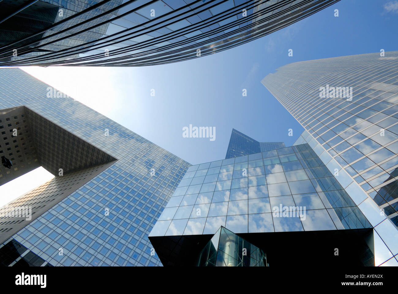 L'architecture moderne et gratte-ciel du quartier financier de la Défense Paris France Photo Stock