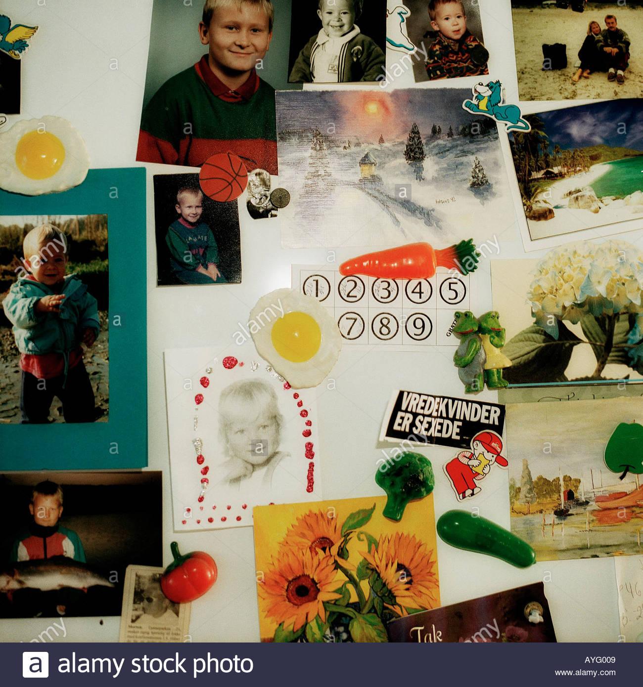 Collage Photo sur porte du réfrigérateur Photo Stock