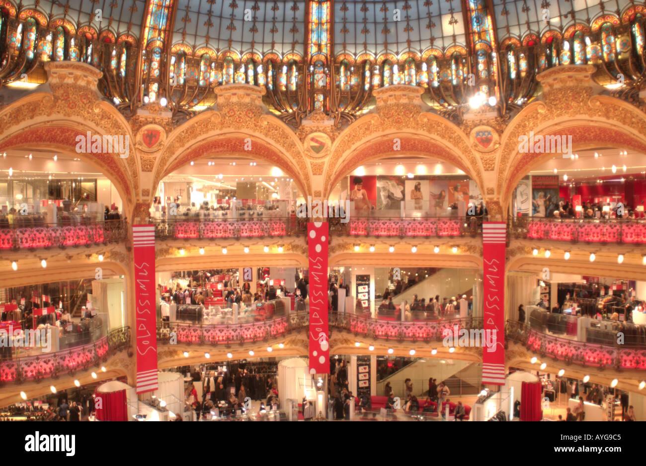 Les ventes de janvier en 2005, les Galeries Lafayette centre commercial. Paris, France. Banque D'Images