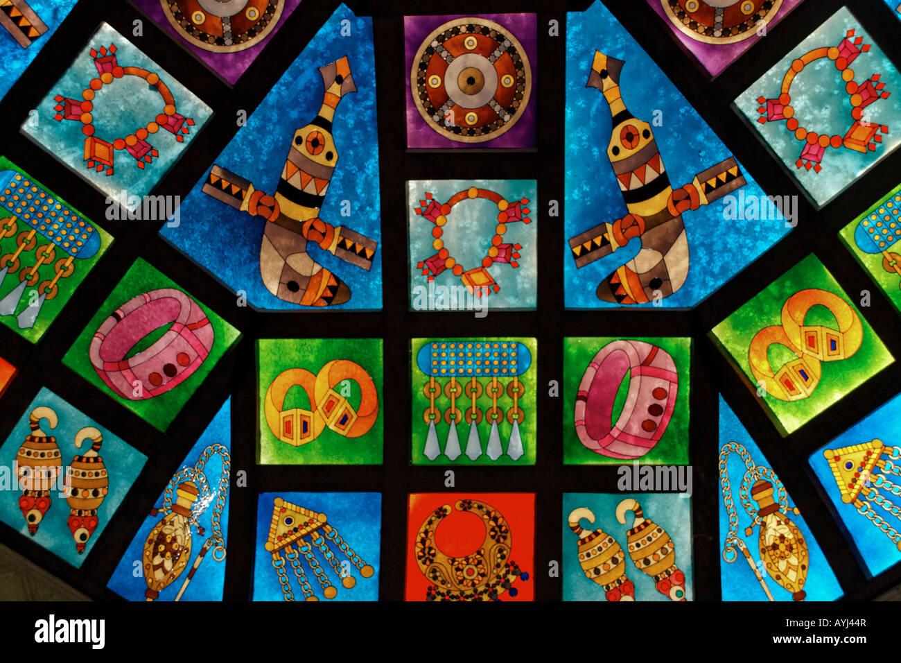 Oman Mascate souk Mutrah verre coloré coupole avec ornements orientaux Photo Stock