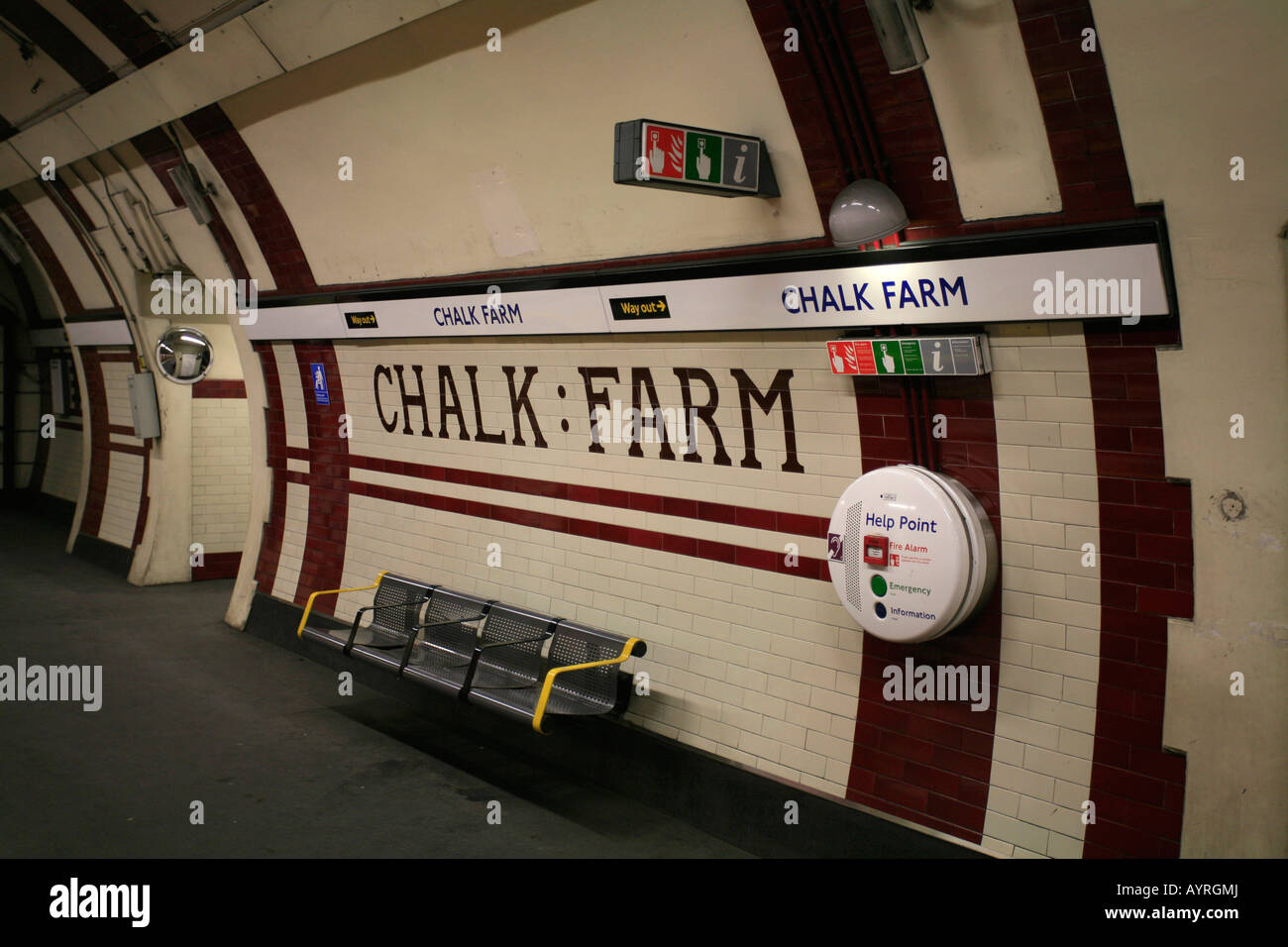 La station de métro Chalk Farm, métro de Londres, Londres, Angleterre, Royaume-Uni Photo Stock