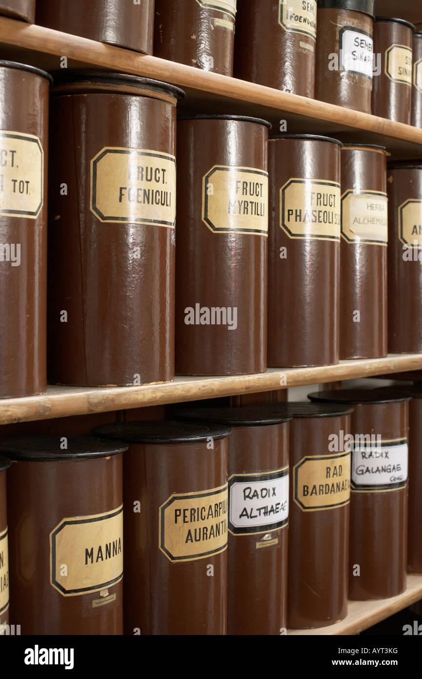 Conteneurs pour plusieurs plantes médicinales Photo Stock