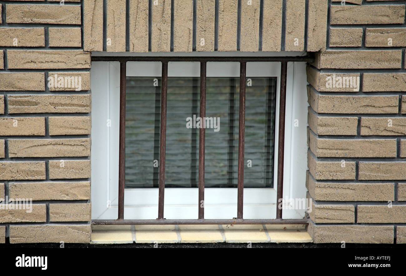 Une Fenêtre Du Sous Sol Situé Dans Un Bâtiment En Brique Et
