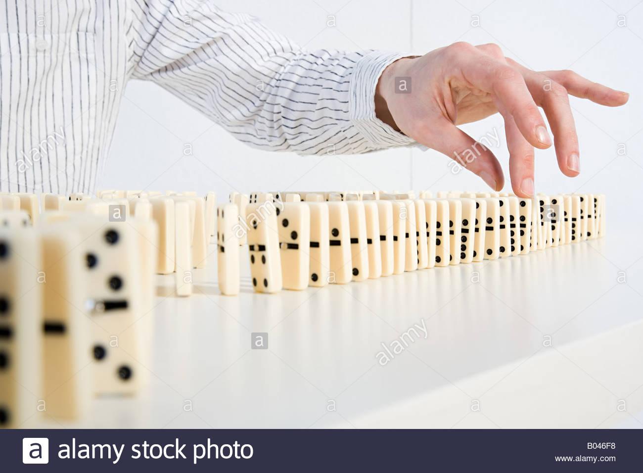 Homme avec des dominos Photo Stock