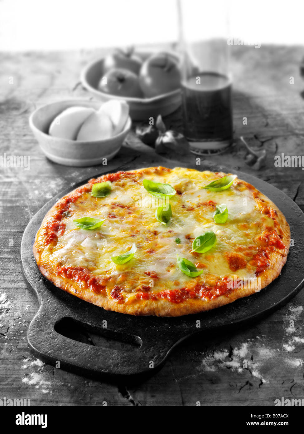 Pizza margarita aux trois fromages Photo Stock