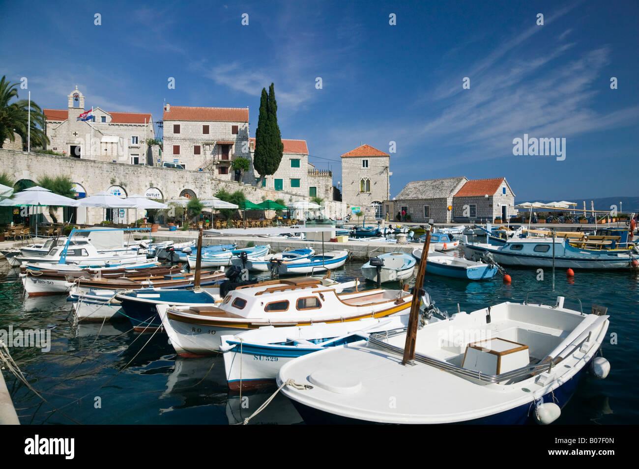 Croatie, Dalmatie Centrale, l'île de Brac, Supetar, port d'accueil Photo Stock