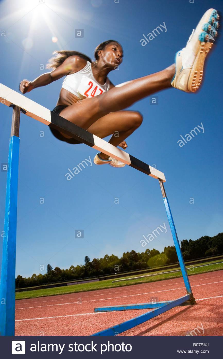 Athlète féminine en action Photo Stock